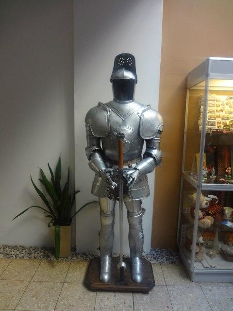 Поездка в Ригу. Рыцарь в отеле