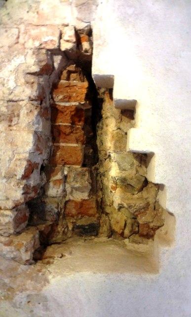 Латвия. Турайдский замок. Старинная кладка стен