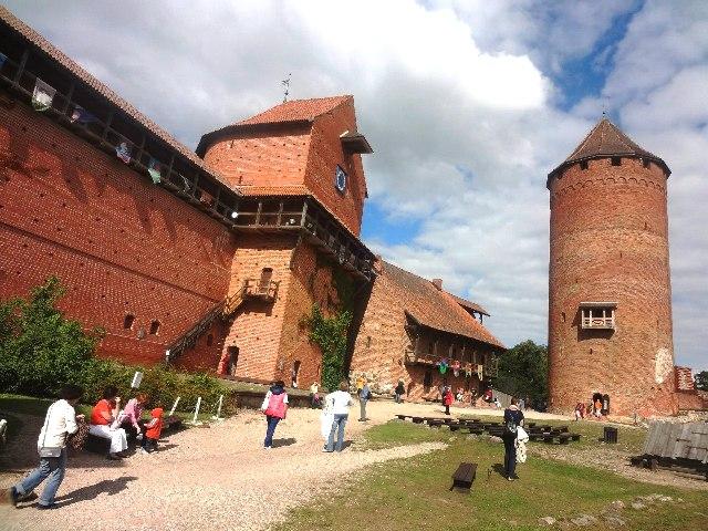 Латвия. Турайдский замок. Главная башня