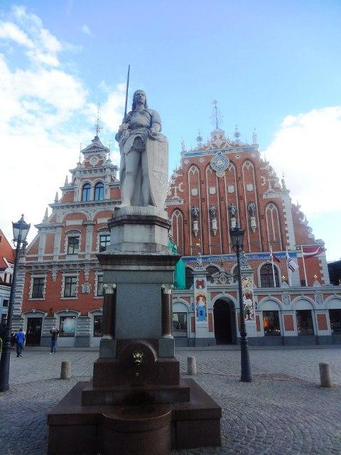 Поездка в Ригу. Памятник Роланду на Ратушной площади