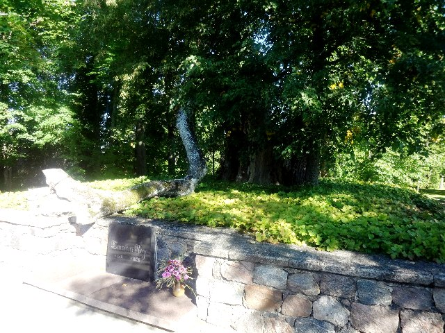 Латвия. Турайдский замок. Могила Майи
