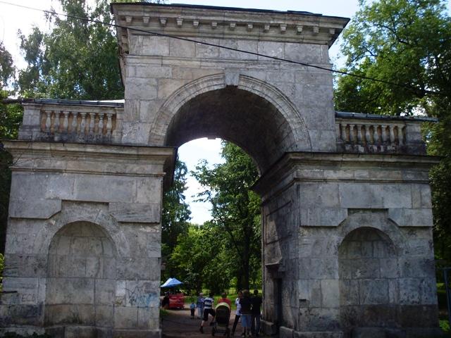 Гатчина. Дворцовый парк. Березовые ворота