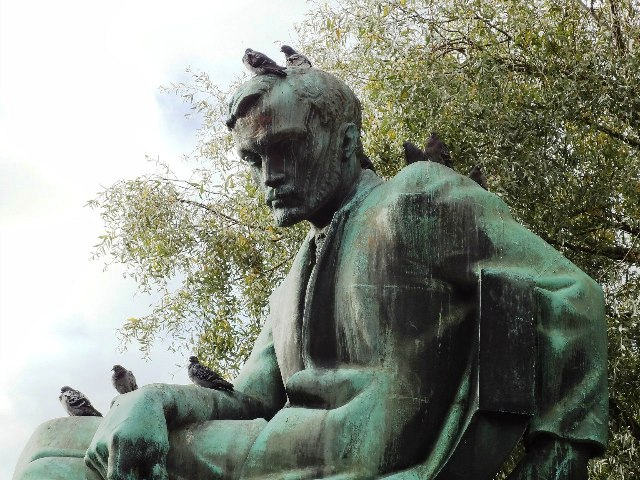 Хельсинки. Памятник Алексису Киви