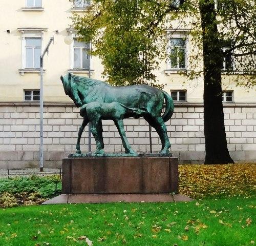 Хельсинки. Памятник материнству