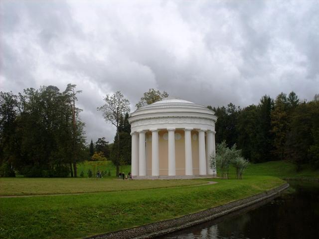 Павловский парк. Храм Дружбы