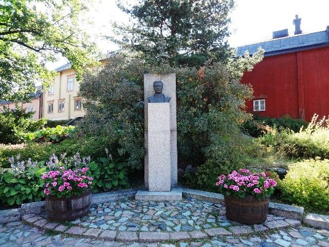 Финляндия. Порвоо. Памятник Рунебергу