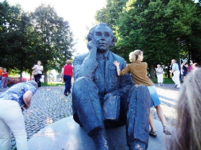 Эстония. Таллин. Памятник Густаву Эрнесаксу
