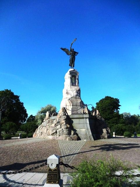 "Эстония. Таллин. Памятник ""Русалке"""