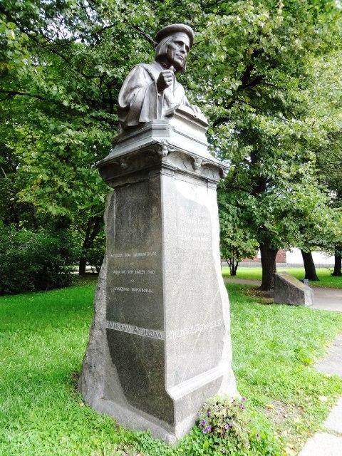 Выборг. Памятник Микаэлю Агриколе