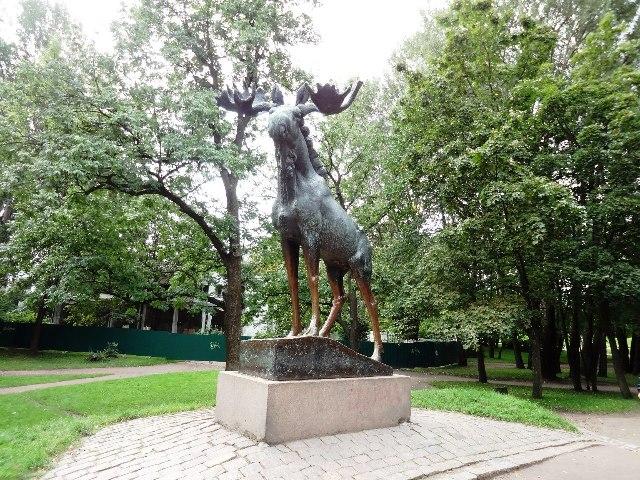 Выборг. Памятник лосю