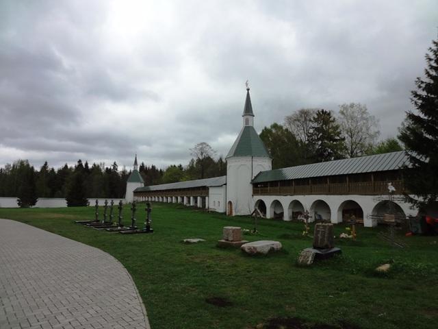 Валдай. Иверский монастырь. Могила игумена Стефана