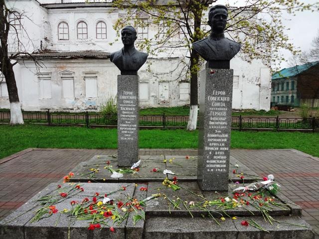 Валдай. Могила партизана Германа