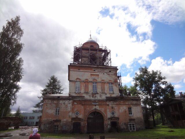 Тихвинский Введенский монастырь.  Надвратная церковь_2