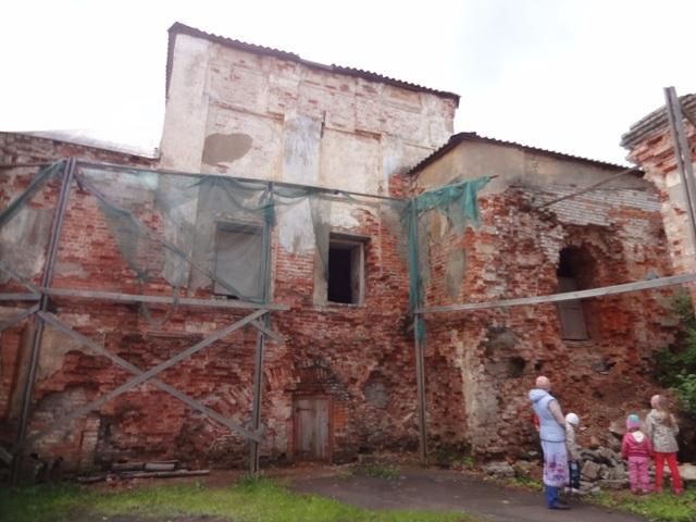 Тихвинский Введенский монастырь.