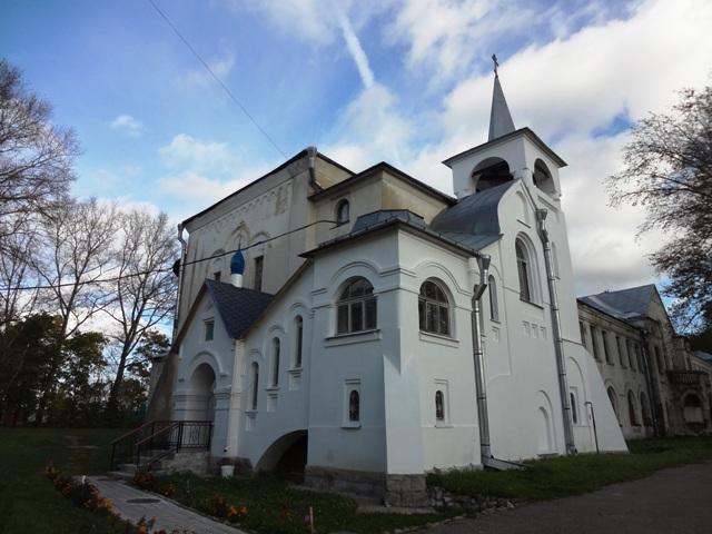 Училищный дом и церковь