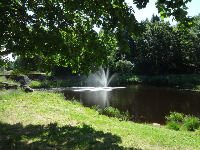 фонтан на реке Гдовке
